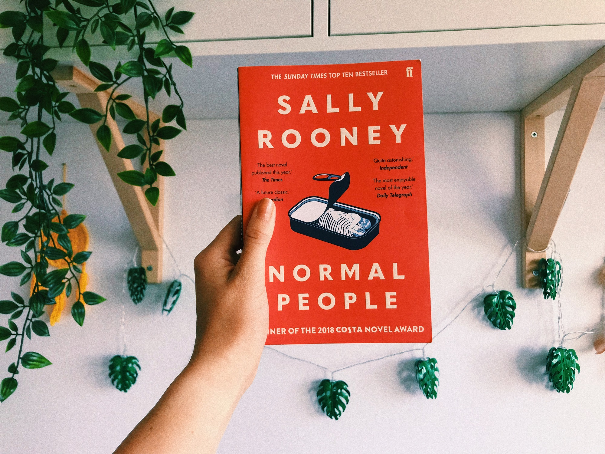 Normal-people-mini-book-review-written-by-charlotte-dawson